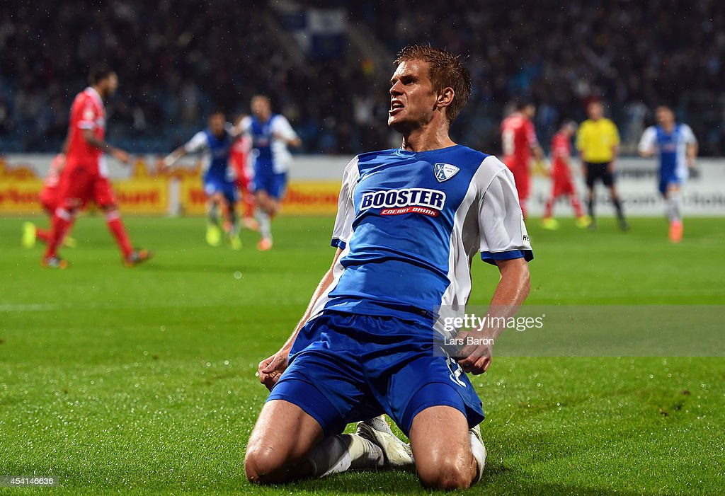 Simon Terodde of Bochum celebrates after scoring his teams first goal during the Second Bundesliga match between VfL Bochum and 1 FC Union Berlin at...