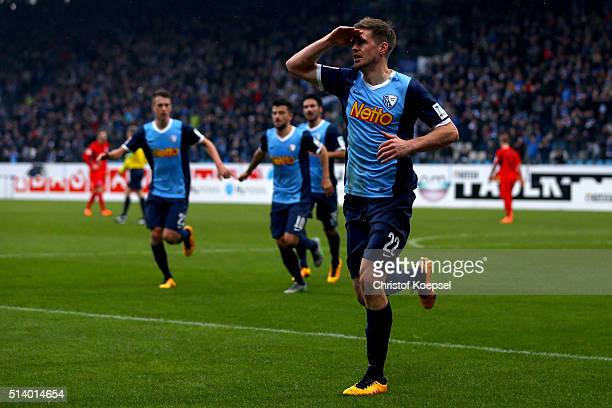Simon Terodde of Bochum celebrates the first goal during the 2 Bundesliga match between VfL Bochum and Arminia Bielefeld at Rewirpower Stadium on...