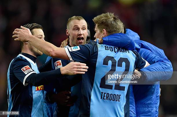 Simon Terodde of VfL Bochum celebrates as he scores the second goal during the Second Bundesliga match between 1 FC Kaiserslautern and VfL Bochum at...