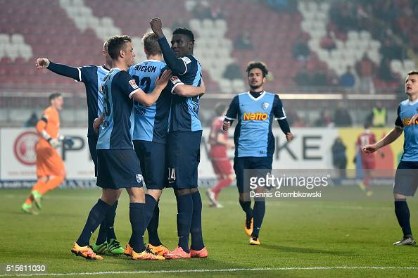 Simon Terodde of VfL Bochum celebrates with team mates as he scores the opening goal during the Second Bundesliga match between 1 FC Kaiserslautern...