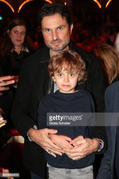 Simon Verhoeven and his son David Verhoeven during the premiere of the Circus Roncalli '40 Jahre Reise zum Regenbogen' on October 7 2017 in Munich...