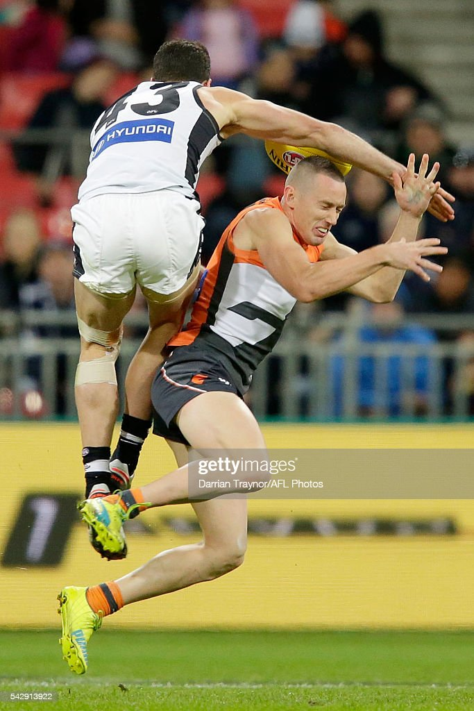 Simon White of the Blues collides with Tom Scully of the Giants during the round 14 AFL match between the Greater Western Sydney Giants and the Carlton Blues at Spotless Stadium on June 25, 2016 in Sydney, Australia.