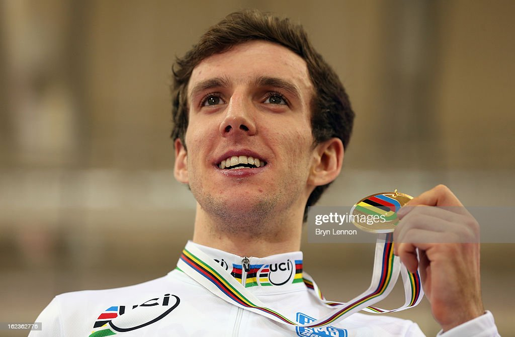 <a gi-track='captionPersonalityLinkClicked' href=/galleries/search?phrase=Simon+Yates+-+Ciclista&family=editorial&specificpeople=13316516 ng-click='$event.stopPropagation()'>Simon Yates</a> of Great Britain poses with his medal winning the Men's Points Race on day three of the 2013 UCI Track World Championships at the Minsk Arena on February 22, 2013 in Minsk, Belarus.