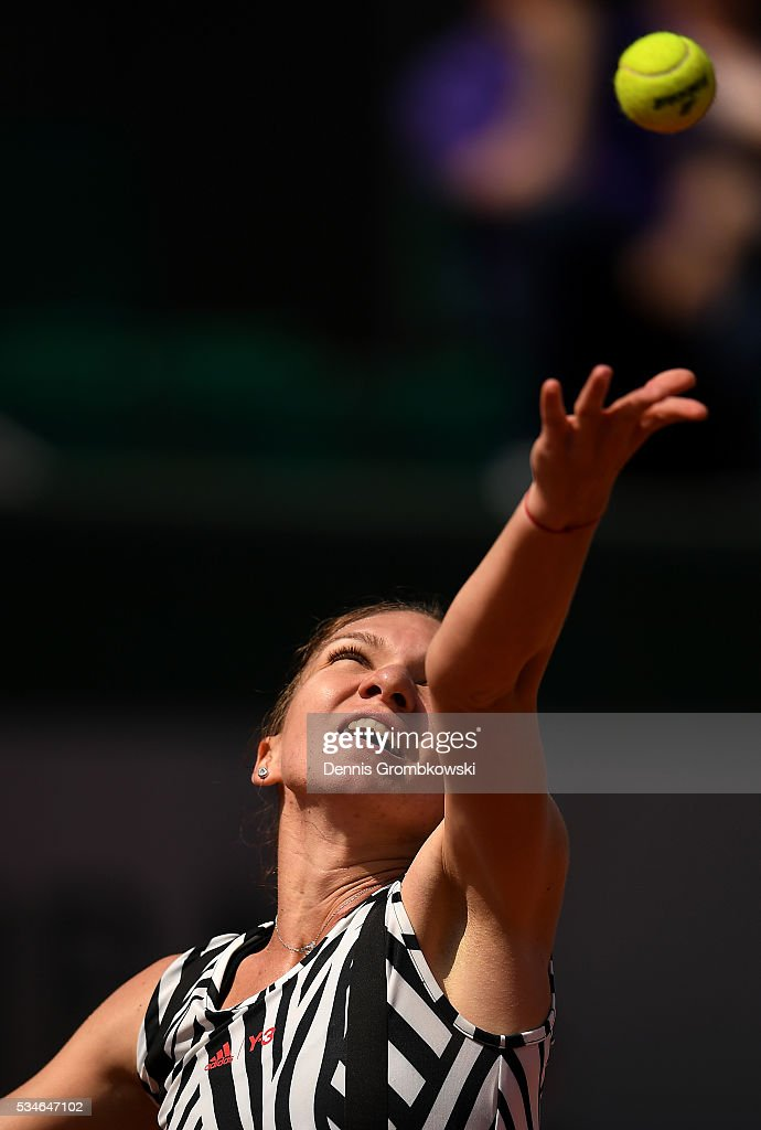 <a gi-track='captionPersonalityLinkClicked' href=/galleries/search?phrase=Simona+Halep&family=editorial&specificpeople=4835837 ng-click='$event.stopPropagation()'>Simona Halep</a> of Romania serves during the Ladies Singles third round match against Naomi Osaka of Japan on day six of the 2016 French Open at Roland Garros on May 27, 2016 in Paris, France.