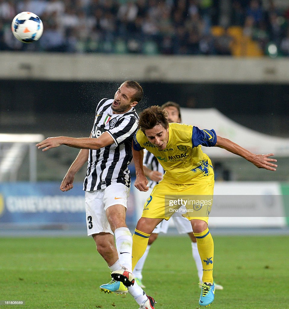 Simone Bentivoglio (R) of AC Chievo Verona competes with <a gi-track='captionPersonalityLinkClicked' href=/galleries/search?phrase=Giorgio+Chiellini&family=editorial&specificpeople=605793 ng-click='$event.stopPropagation()'>Giorgio Chiellini</a> of Juventus during the Serie A match between AC Chievo Verona and Juventus at Stadio Marc'Antonio Bentegodi on September 25, 2013 in Verona, Italy.