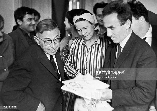 Simone De Beauvoir And JeanPaul Sartre Meeting With The Russian Artist Gleb Sainchuk While In Moscow In May 1966 The Artist Is Pictured Showing Them...