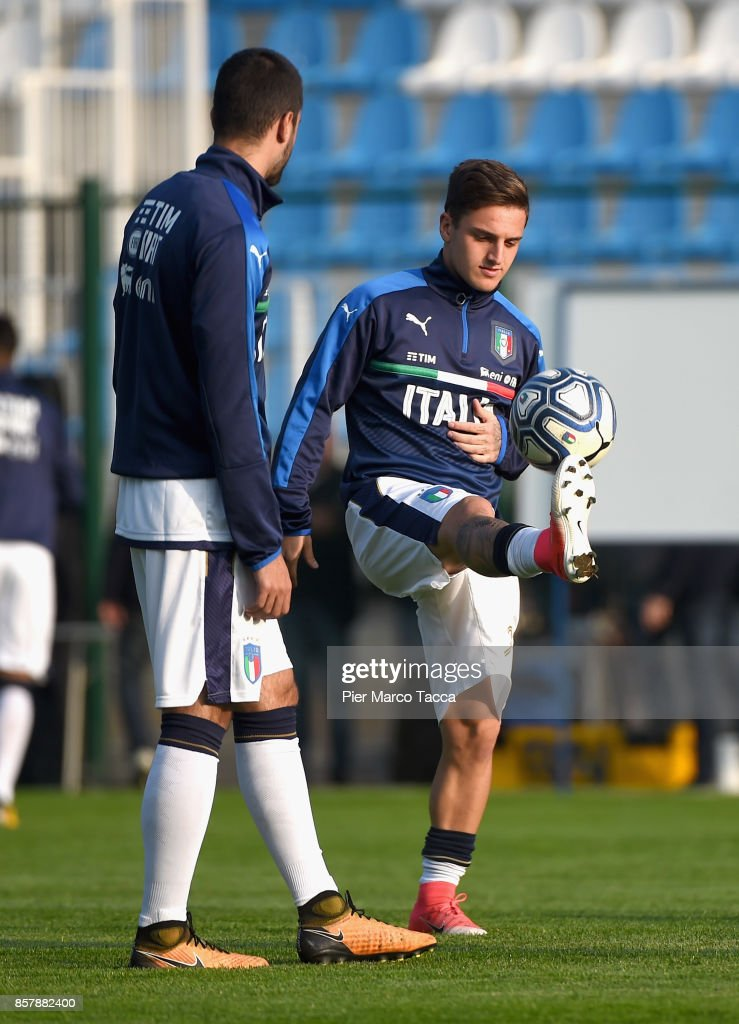 Simone Lo Faso of Italy U20 warms up with teammates prior to kickoff during the 8 Nations Tournament match between Italy U20 and England U20 on October 5, 2017 in Gorgonzola, Italy.