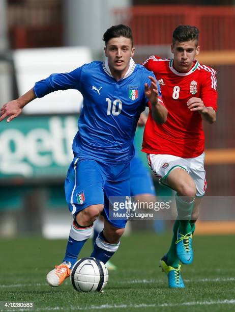 Simone Minelli of Italy runs with ball during the international friendly match between Italy U17 and Hungary U17 at Stadio Oreste Granillo on...