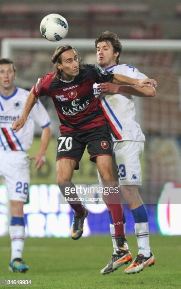 Simone MIssiroli of Reggina competes for the ball in air with Daniele Dessena of Sampdoria during the Serie B match between Reggina Calcio and UC...