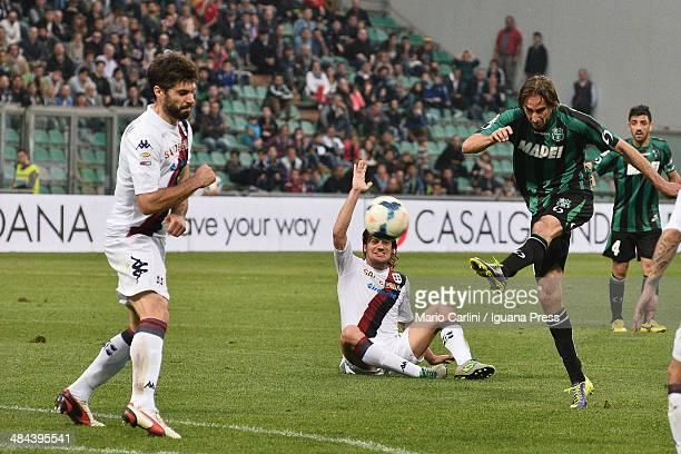 Simone Missiroli of US Sassuolo Calcio kicks towards the goal during the Serie A match US Sassuolo Calcio and Cagliari Calcio on April 12 2014 in...