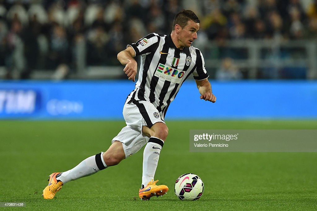 <a gi-track='captionPersonalityLinkClicked' href=/galleries/search?phrase=Simone+Padoin&family=editorial&specificpeople=3208439 ng-click='$event.stopPropagation()'>Simone Padoin</a> of Juventus FC in action during the Serie A match between Juventus FC and SS Lazio at Juventus Arena on April 18, 2015 in Turin, Italy.