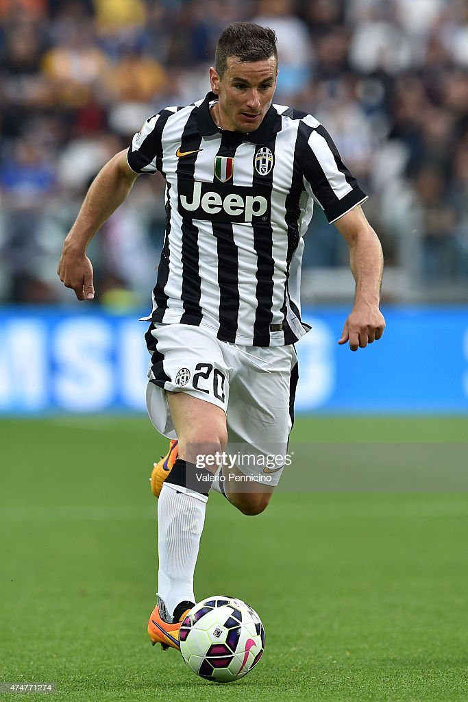 <a gi-track='captionPersonalityLinkClicked' href=/galleries/search?phrase=Simone+Padoin&family=editorial&specificpeople=3208439 ng-click='$event.stopPropagation()'>Simone Padoin</a> of Juventus FC in action during the Serie A match between Juventus FC and SSC Napoli at Juventus Arena on May 23, 2015 in Turin, Italy.