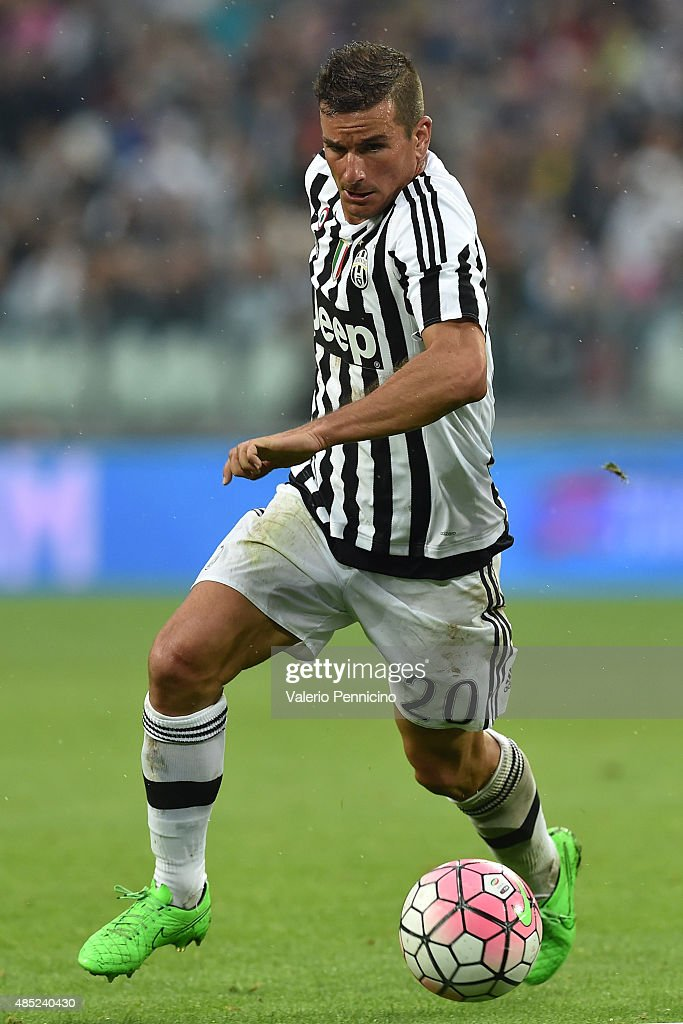 <a gi-track='captionPersonalityLinkClicked' href=/galleries/search?phrase=Simone+Padoin&family=editorial&specificpeople=3208439 ng-click='$event.stopPropagation()'>Simone Padoin</a> of Juventus FC in action during the Serie A match between Juventus FC and Udinese Calcio at Juventus Arena on August 23, 2015 in Turin, Italy.