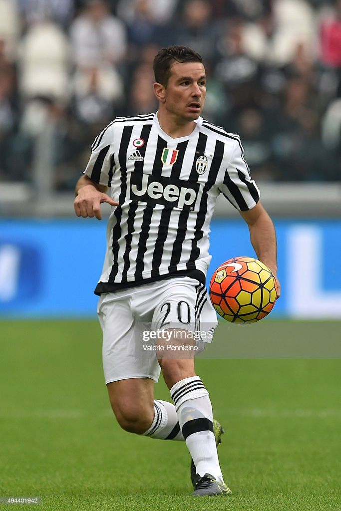 <a gi-track='captionPersonalityLinkClicked' href=/galleries/search?phrase=Simone+Padoin&family=editorial&specificpeople=3208439 ng-click='$event.stopPropagation()'>Simone Padoin</a> of Juventus FC in action during the Serie A match between Juventus FC and Atalanta BC at Juventus Arena on October 25, 2015 in Turin, Italy.
