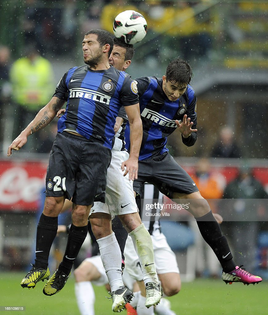Simone Padoin of Juventus FC (C), Walter Gargano #20 and Ricardo Alvarez of FC Inter Milan compete for the ball during the Serie A match between FC Internazionale Milano and Juventus FC at San Siro Stadium on March 30, 2013 in Milan, Italy.