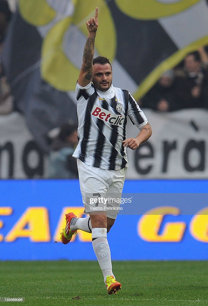 Simone Pepe of Juventus FC celebrates his goal during the Serie A match between Juventus FC and US Citta di Palermo on November 20 2011 in Turin Italy