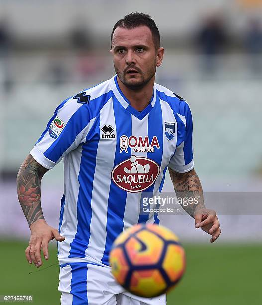 Simone Pepe of Pescara Calcio in action during the Serie A match between Pescara Calcio and Empoli FC at Adriatico Stadium on November 6 2016 in...