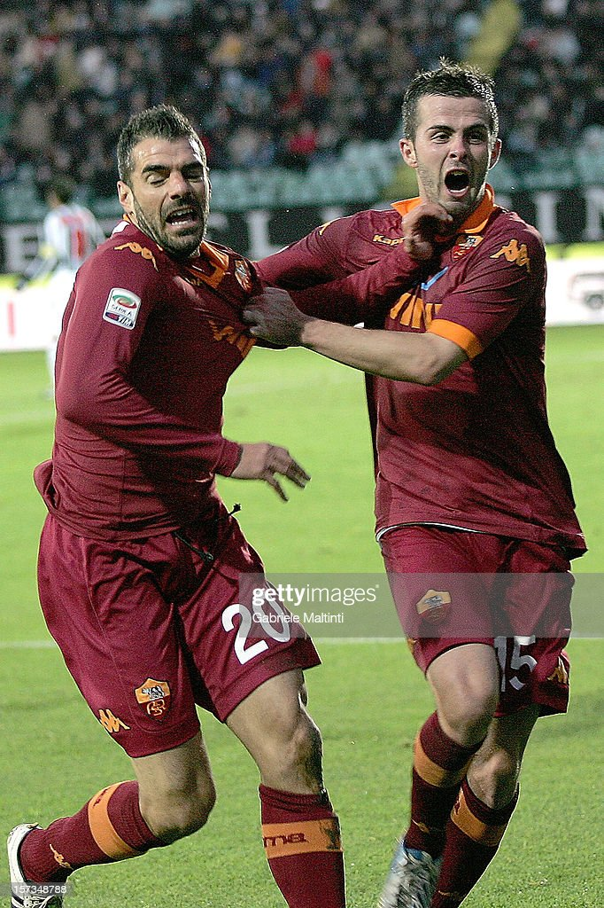 <a gi-track='captionPersonalityLinkClicked' href=/galleries/search?phrase=Simone+Perrotta&family=editorial&specificpeople=221709 ng-click='$event.stopPropagation()'>Simone Perrotta</a> of AS Roma celebrates after scoring a goal during the Serie A match between AC Siena and AS Roma at Stadio Artemio Franchi on December 2, 2012 in Siena, Italy.