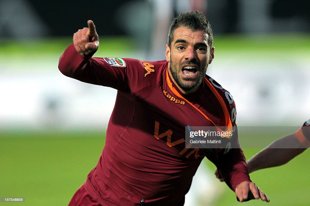 <a gi-track='captionPersonalityLinkClicked' href=/galleries/search?phrase=Simone+Perrotta&family=editorial&specificpeople=221709 ng-click='$event.stopPropagation()'>Simone Perrotta</a> of AS Roma celebrates after scoring his team's second goal during the Serie A match between AC Siena and AS Roma at Stadio Artemio Franchi on December 2, 2012 in Siena, Italy.