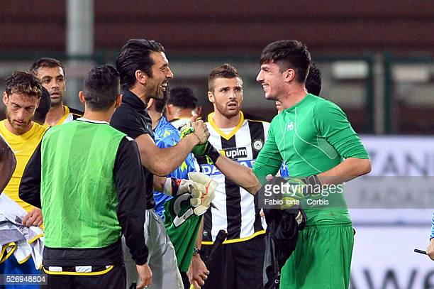 Simone Scuffet goalkeeper of Udinese Calcio and Gianluigi Buffon goalkeeper of Juventus after the Serie A match between Udinese Calcio and Juventus...