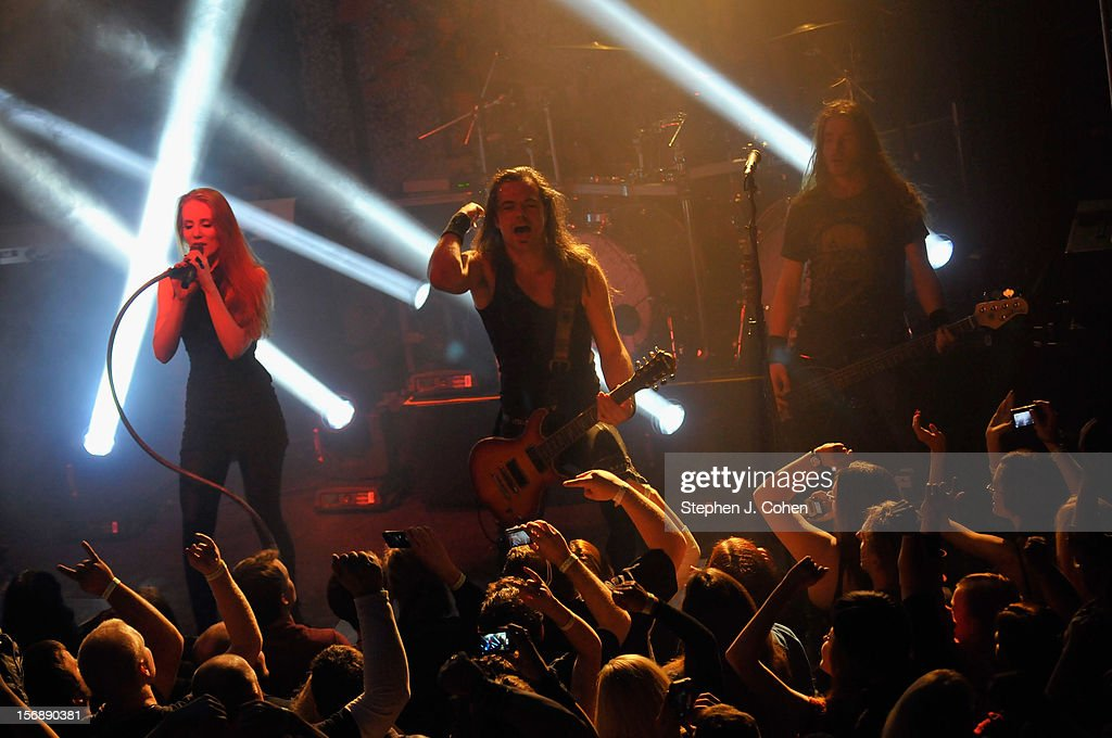 Simone Simons and Isaac Delahaye of Epica performs in concert at Headliners Music Hall on November 23, 2012 in Louisville, Kentucky.
