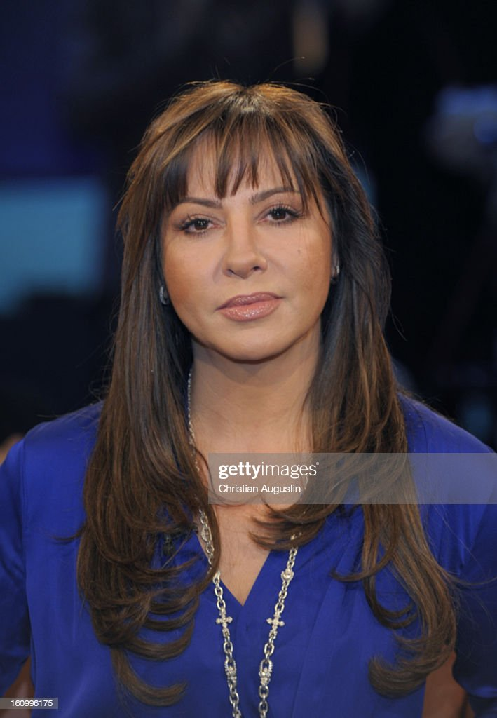 Simone Thomalla attends a photocall for NDR Talk Show at NDR TV Studio on February 8, 2013 in Hamburg, Germany.