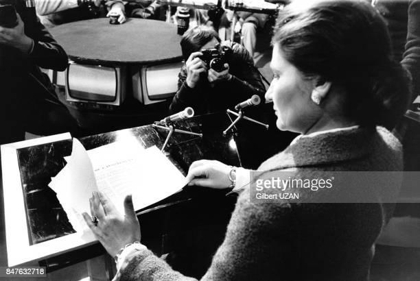 Simone Veil Ministre de la Sante participe au debat sur la contraception dans l'emission de television politique 'Actuel 2' le 18 novembre 1974 Paris...