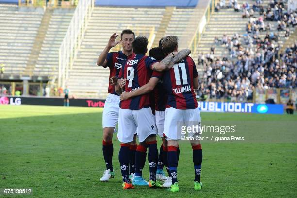 Simone Verdi of Bologna FC celebrates after scoring his team's fourth goal during the Serie A match between Bologna FC and Udinese Calcio at Stadio...