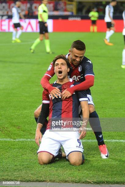 Simone Verdi of Bologna FC celebrates after scoring the opening goal during the Serie A match between Bologna FC and FC Internazionale at Stadio...