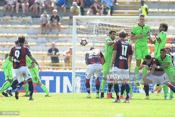 Simone Verdi of Bologna FC scores the opening goal during the Serie a match between Bologna FC and Cagliari Calcio at Stadio Renato Dall'Ara on...