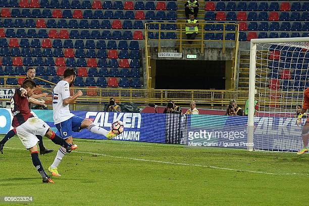Simone Verdi of Bologna FC scores the opening goal during the Serie A match between Bologna FC and UC Sampdoria at Stadio Renato Dall'Ara on...