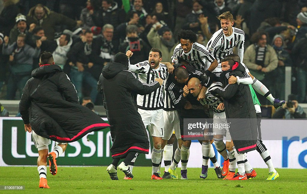 <a gi-track='captionPersonalityLinkClicked' href=/galleries/search?phrase=Simone+Zaza&family=editorial&specificpeople=9680372 ng-click='$event.stopPropagation()'>Simone Zaza</a> (C) of Juventus FC celebrates with his team-mates after scoring the opening goal during the Serie A match between and Juventus FC and SSC Napoli at Juventus Arena on February 13, 2016 in Turin, Italy.