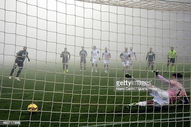 Simone Zaza of US Sassuolo Calcio scores a goal from the penalty spot during the Serie A match betweeen US Sassuolo Calcio and AC Cesena on December...