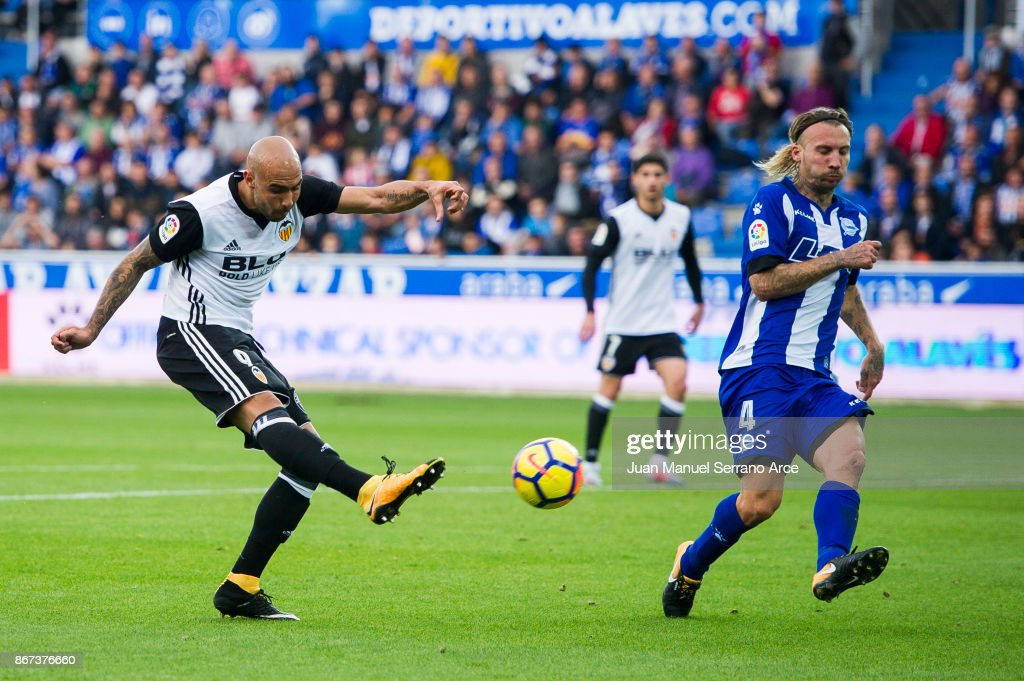 Deportivo Alaves v Valencia - La Liga