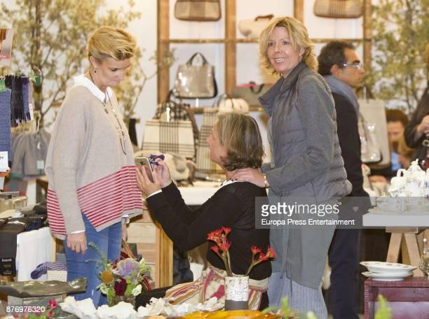 Simoneta GomezAcebo and Maria Zurita attend the charity market 'Rastrillo Nuevo Futuro' on November 20 2017 in Madrid Spain