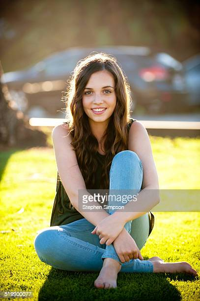 simple portrait, teen girl in a park