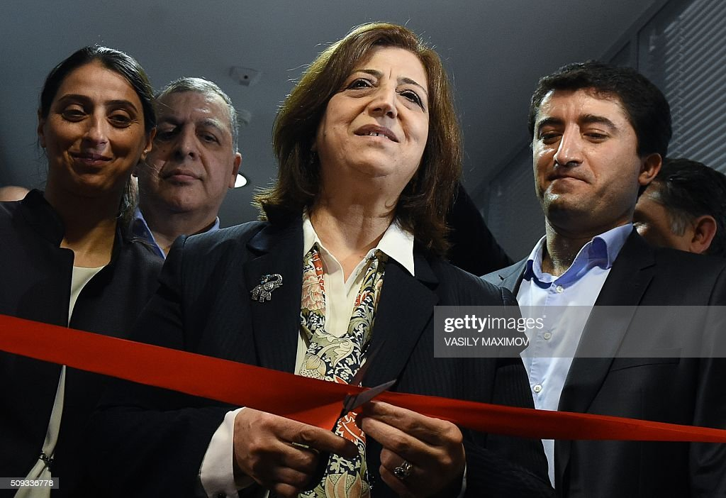 Sinam Mohamad, the Syrian Kurdish representative, cuts the red ribbon during the opening ceremony of the representation office of the autonomous Syrian Kurdish region in Moscow, on February 10, 2016. Syrian Kurdish separatists on February 10 opened a representation office in Moscow as the Kremlin pushes to have them included in Syria peace talks despite Turkey's strong objections. AFP PHOTO / VASILY MAXIMOV / AFP / VASILY MAXIMOV