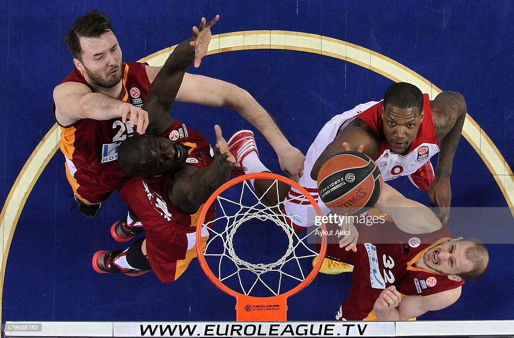 Sinan Guler, #32 of Galatasaray Liv Hospital Istanbul, Milan Macvan, #25 of Galatasaray Liv Hospital Istanbul, <a gi-track='captionPersonalityLinkClicked' href=/galleries/search?phrase=Pops+Mensah-Bonsu&family=editorial&specificpeople=757267 ng-click='$event.stopPropagation()'>Pops Mensah-Bonsu</a>, #21 of Galatasaray Liv Hospital Istanbul competes <a gi-track='captionPersonalityLinkClicked' href=/galleries/search?phrase=Deon+Thompson&family=editorial&specificpeople=4026290 ng-click='$event.stopPropagation()'>Deon Thompson</a>, #9 of FC Bayern Munich in action during the 2013-2014 Turkish Airlines Euroleague Top 16 Date 11 game between Galatasaray Liv Hospital Istanbul v FC Bayern Munich at Abdi Ipekci Arena on March 21, 2014 in Istanbul, Turkey.