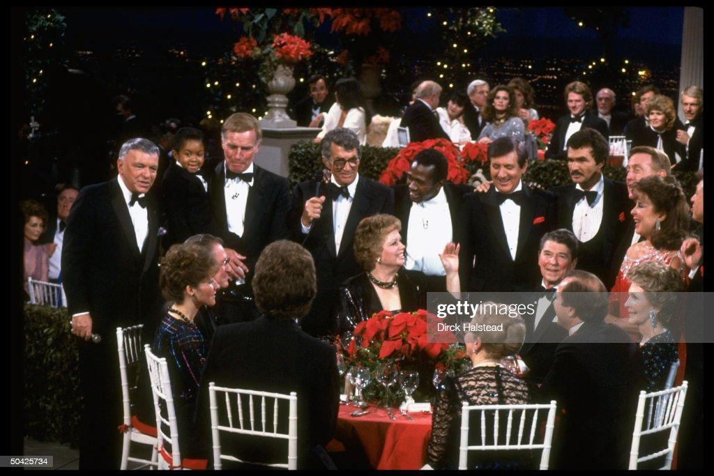 Sinatra Lewis Heston Martin Vereen Hall Reynolds Scully Gorme Lawrence at table Nancy Ron Maureen Reagan Revell at fete honoring Reagans