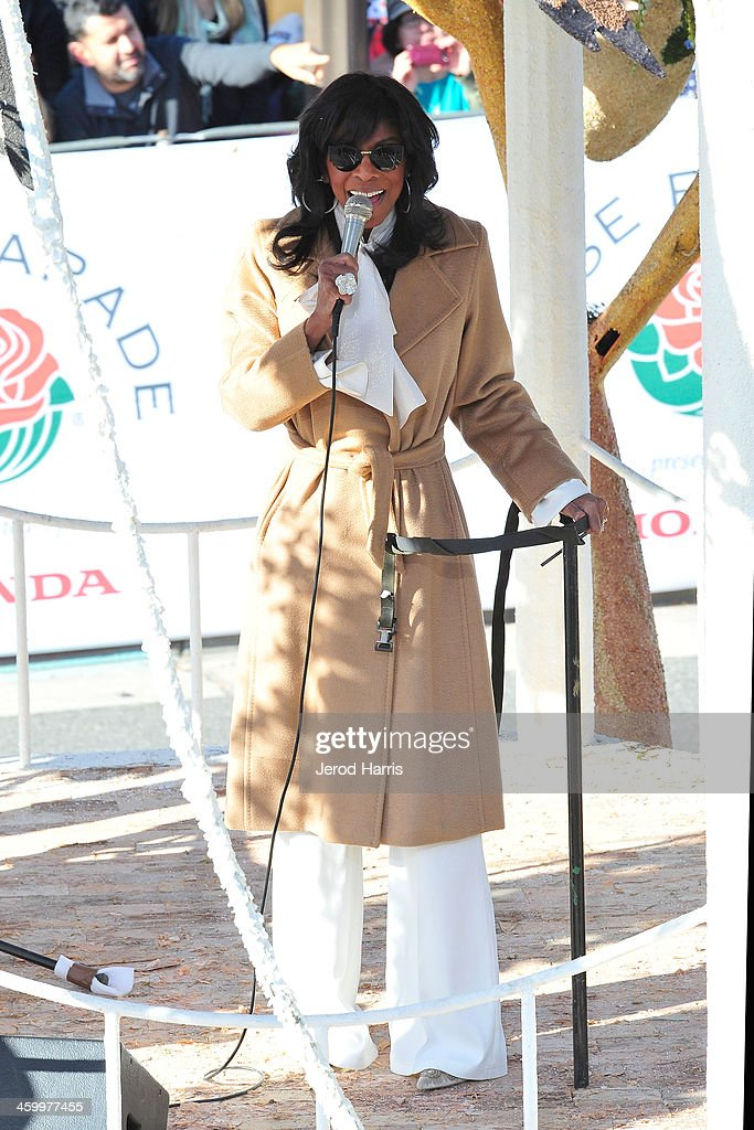 Sincer <a gi-track='captionPersonalityLinkClicked' href=/galleries/search?phrase=Natalie+Cole&family=editorial&specificpeople=201839 ng-click='$event.stopPropagation()'>Natalie Cole</a> performs during the 2014 Rose Parade on January 1, 2014 in Pasadena, California.