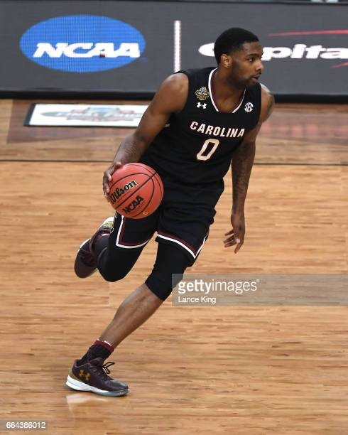Sindarius Thornwell of the South Carolina Gamecocks moves the ball against the Gonzaga Bulldogs during the 2017 NCAA Men's Final Four Semifinal at...