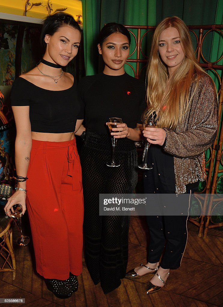 <a gi-track='captionPersonalityLinkClicked' href=/galleries/search?phrase=Sinead+Harnett&family=editorial&specificpeople=11127609 ng-click='$event.stopPropagation()'>Sinead Harnett</a>, <a gi-track='captionPersonalityLinkClicked' href=/galleries/search?phrase=Vanessa+White&family=editorial&specificpeople=5523036 ng-click='$event.stopPropagation()'>Vanessa White</a> and <a gi-track='captionPersonalityLinkClicked' href=/galleries/search?phrase=Becky+Hill&family=editorial&specificpeople=2525543 ng-click='$event.stopPropagation()'>Becky Hill</a> attend Urban Decay VIP dinner #UDinWonderland at Sketch on April 28, 2016 in London, England.