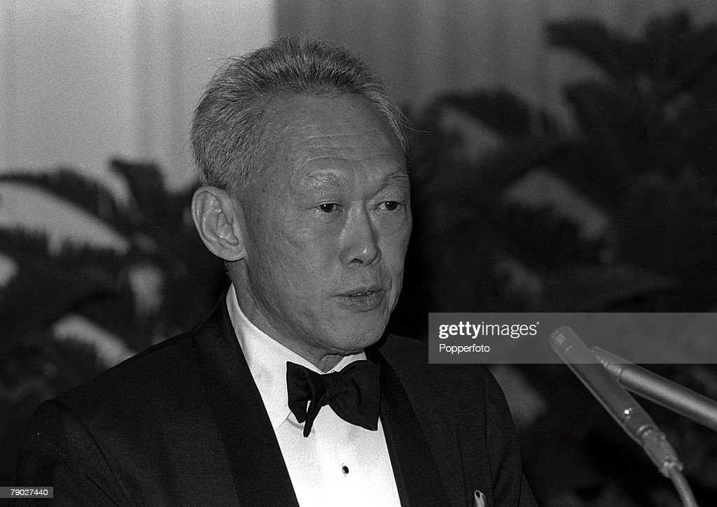 Singapore's Lee Kuan Yew, 'a true giant of history', dies aged 91