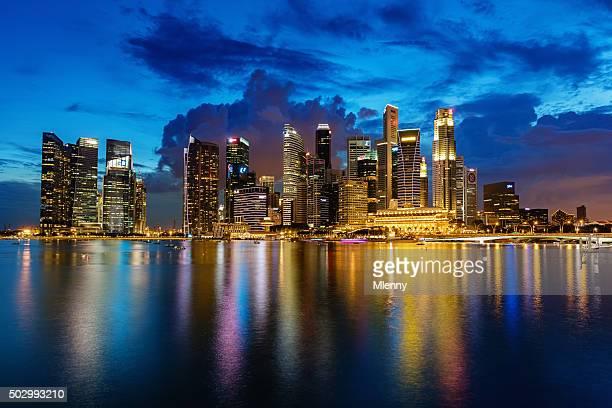 シンガポールのビジネス中心街の夕暮れ