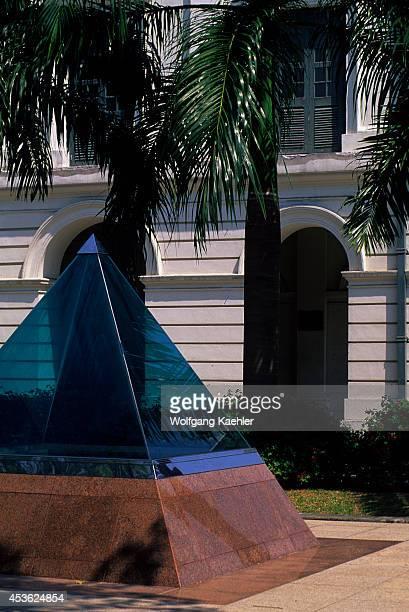 Singapore Esplanade Park Queen Elizabeth Walk Sculpture