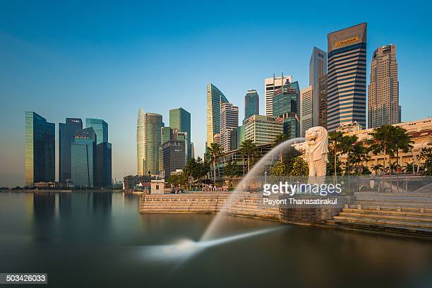 CONTENT] Singapore landmark Merlion with many building
