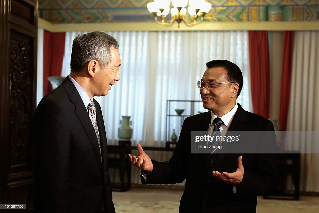 Singapore Prime Minister <a gi-track='captionPersonalityLinkClicked' href=/galleries/search?phrase=Lee+Hsien+Loong&family=editorial&specificpeople=3911578 ng-click='$event.stopPropagation()'>Lee Hsien Loong</a> (L) and Chinese Vice-Premier <a gi-track='captionPersonalityLinkClicked' href=/galleries/search?phrase=Li+Keqiang&family=editorial&specificpeople=2481781 ng-click='$event.stopPropagation()'>Li Keqiang</a> (R) chat during their meeting at the Ziguangge Pavilion in the Zhongnanhai leaders' compound on September 7, 2012 in Beijing, China.On the afternoon of September 2, Singapore Prime Minister <a gi-track='captionPersonalityLinkClicked' href=/galleries/search?phrase=Lee+Hsien+Loong&family=editorial&specificpeople=3911578 ng-click='$event.stopPropagation()'>Lee Hsien Loong</a> arrived in Chengdu, Sichuan, began a six-day official visit to China.