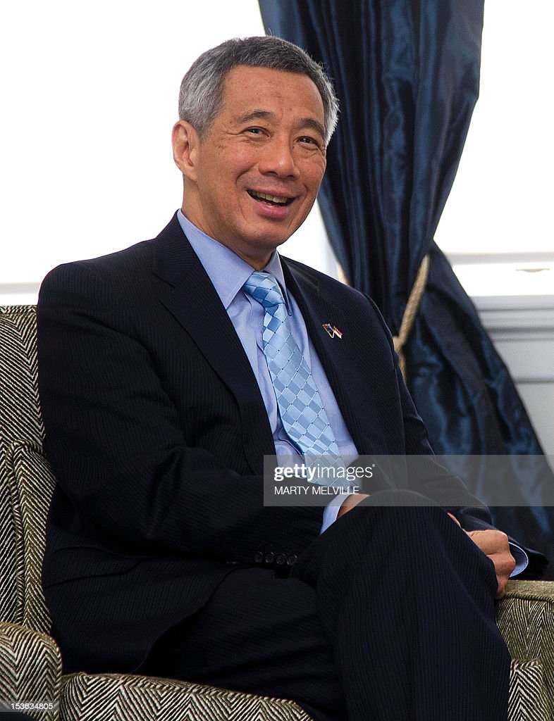 Singapore Prime Minister Lee Hsien Loong smiles during a meeting with New Zealand Governor-General Jerry Mateparae at Government House in Wellington on October 8, 2012. Lee Hsien Loong is on a three day visit to New Zealand. AFP PHOTO / MARTY MELVILLE