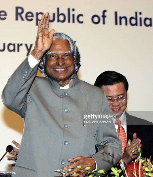 Indian President Avul Pakir Jainulabdeen Abdul Kalam waves to the audience upon arrival to deliver a public lecture organised by Institute of...