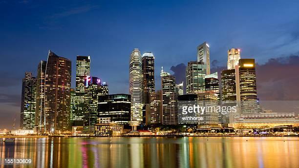 Singapur Skyline in der Dämmerung